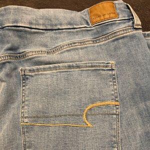BNWT-American Eagle Jeans Plus Size Curvy